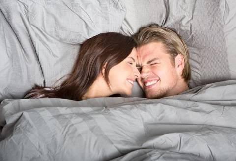 Sesso le migliori posizioni per lei the social post - Posizioni a letto per lei ...