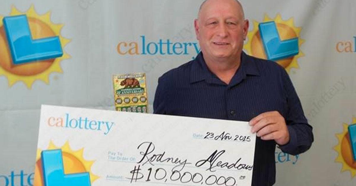 Vince 1000 dollari alla lotteria, compra altri tre biglietti e vince 10 milioni