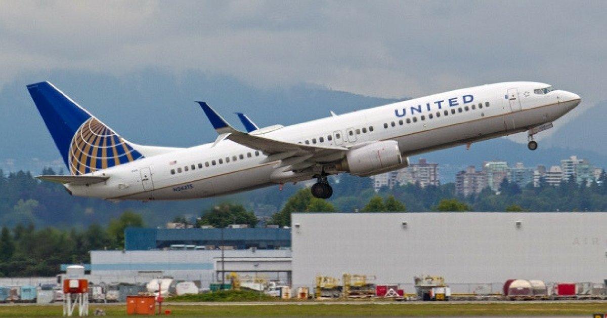 United Airlines vieta volo a due ragazze perchè indossano leggins