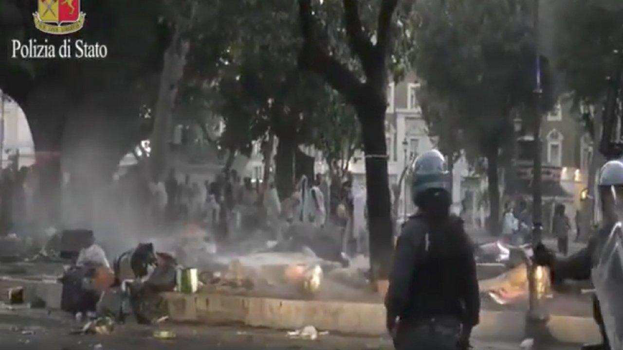 roma piazza indipendenza richiedenti asilo polizia sgombero