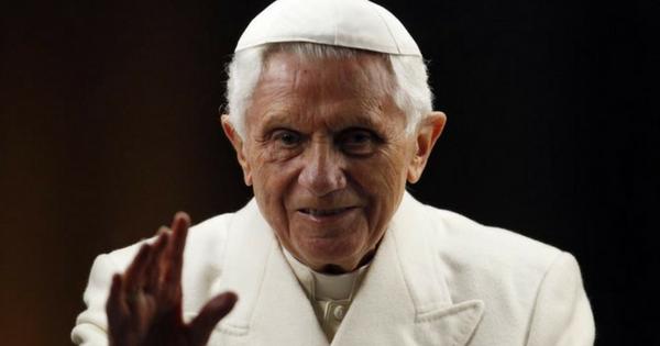 Joseph Ratzinger ha un occhio nero