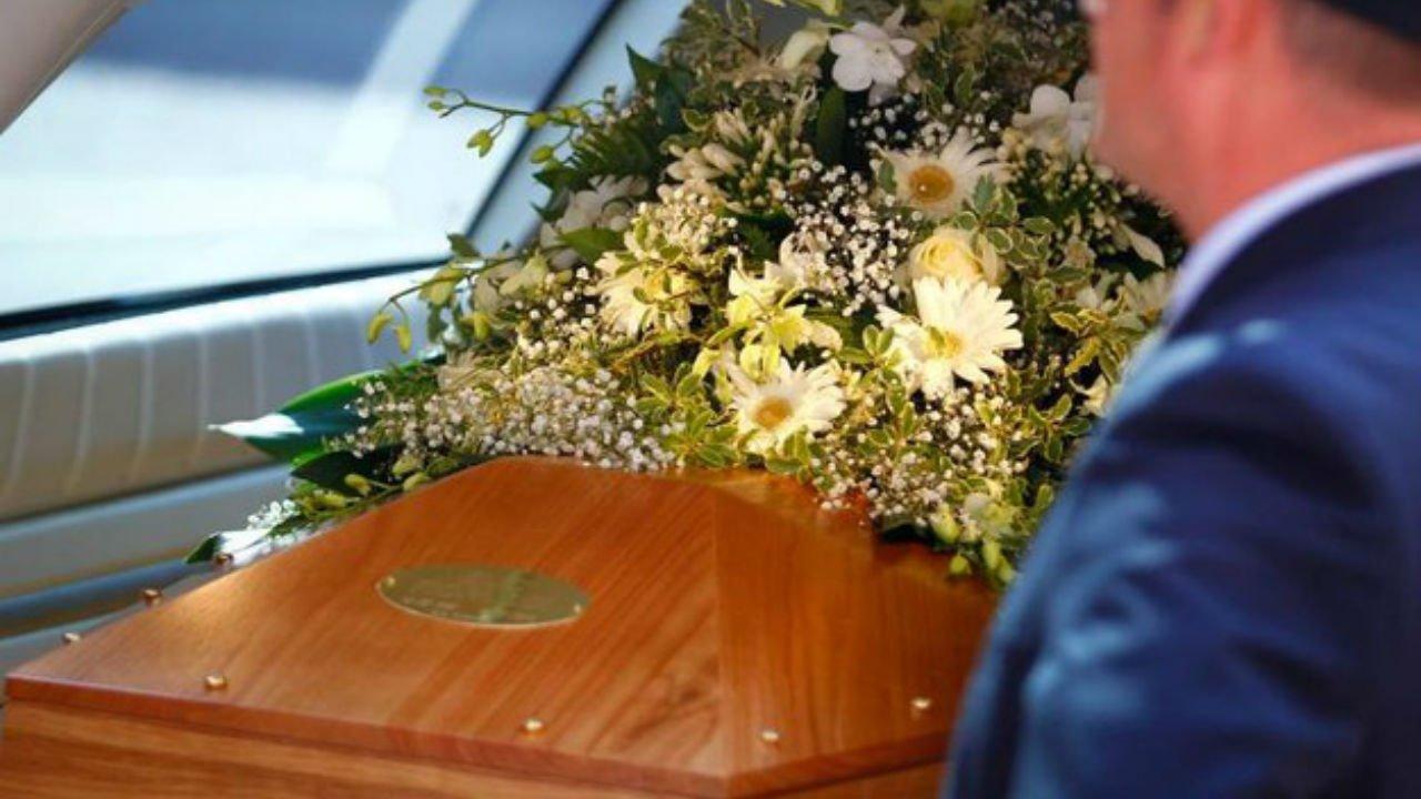 """No ai funerali domenica: """"Il Signore riposa"""""""
