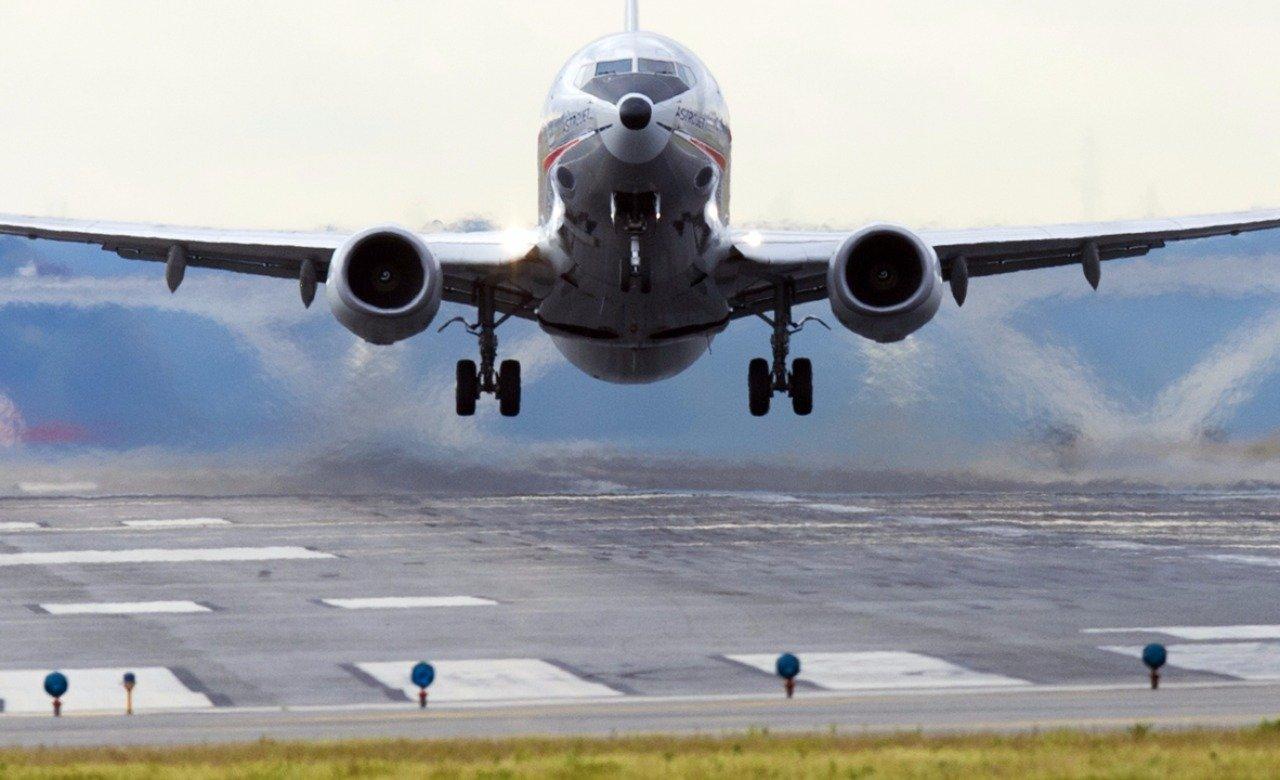 Moglie scopre tradimento, volo diretto a Bali costretto ad atterraggio di emergenza