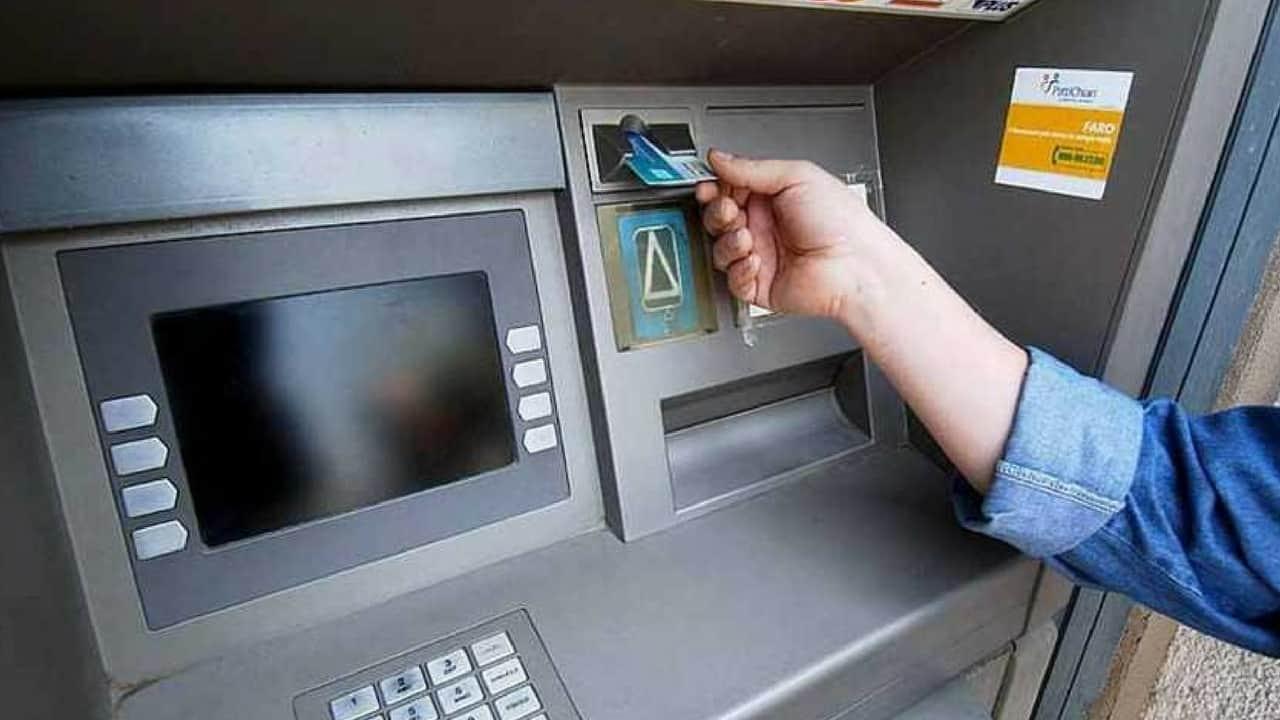 Il governo taglia le commissioni interbancarie per bancomat e carte di credito