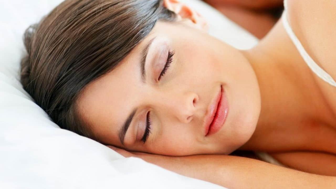 Dormire nudi? Fa bene, lo dice la scienza