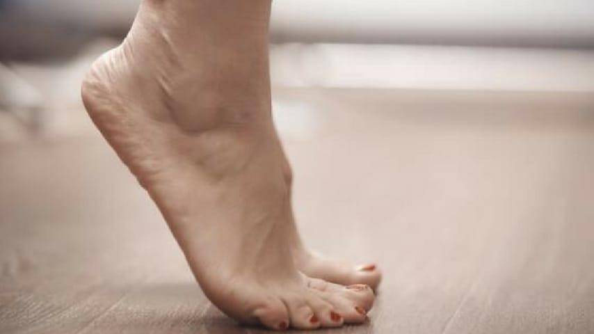 Cura il dolore di piedi, fianchi e ginocchia in pochi minuti con questi 5 esercizi