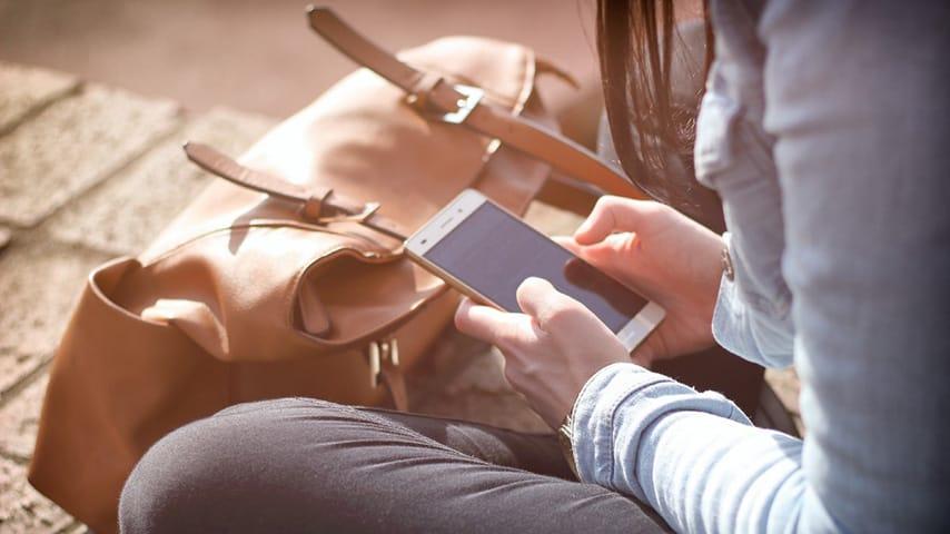 Smartphone e social, non passa giorno che non li usiamo