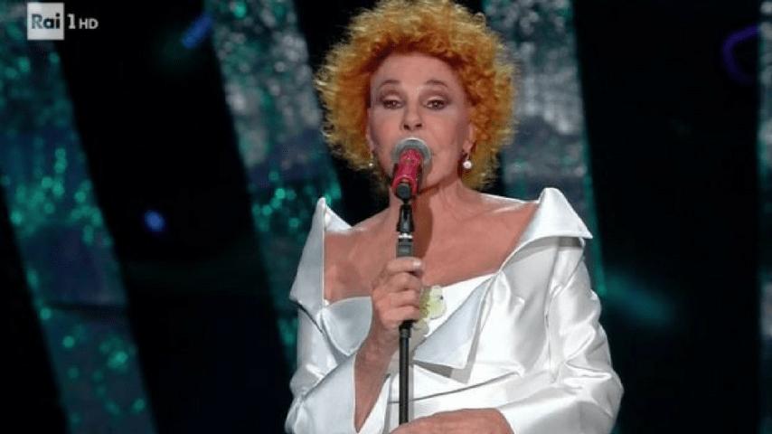 Ornella Vanoni si esibisce al Festival di Sanremo 2018