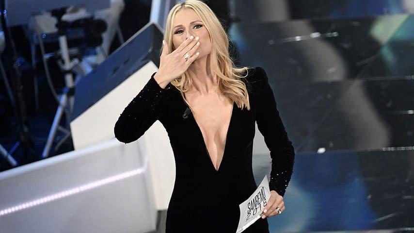 Michelle Hunziker durante la prima serata di Sanremo
