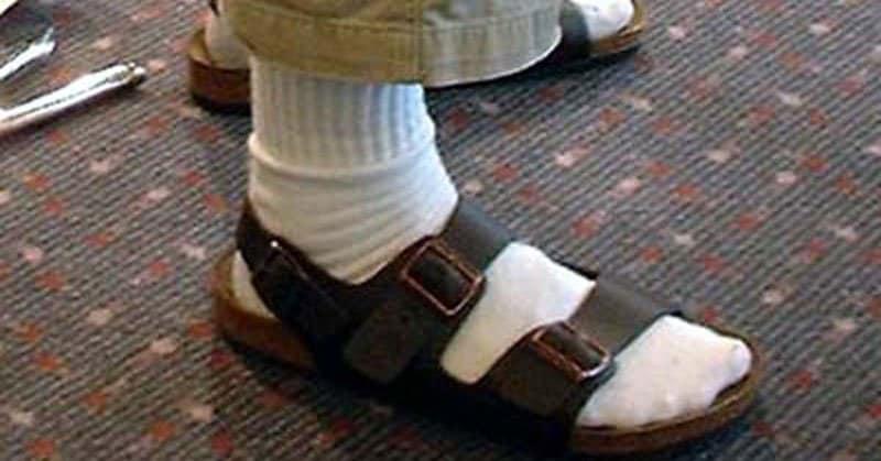 Un tipico calzino nel sandalo