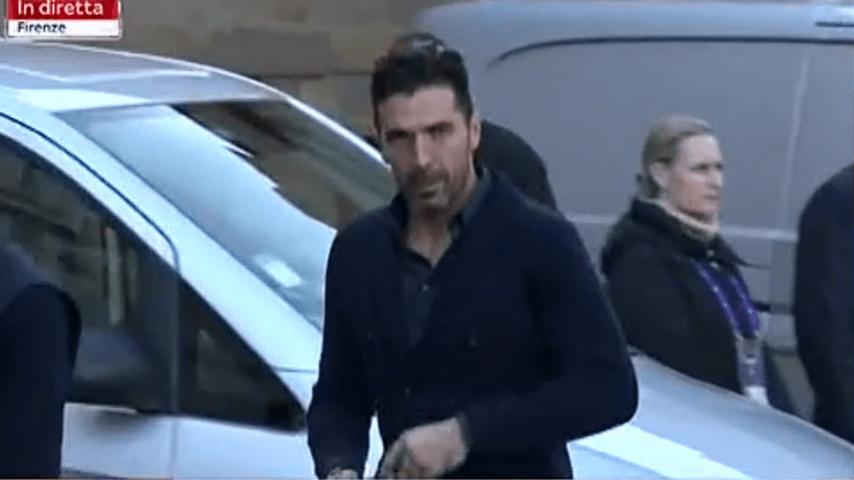 Gigi Buffon prima di entrare in Chiesa per i funerali