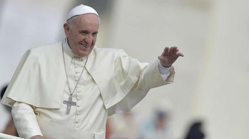 Papa Francesco si deve operare