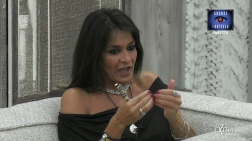Aida Nizar nella Casa del GF italiano con la sua penna