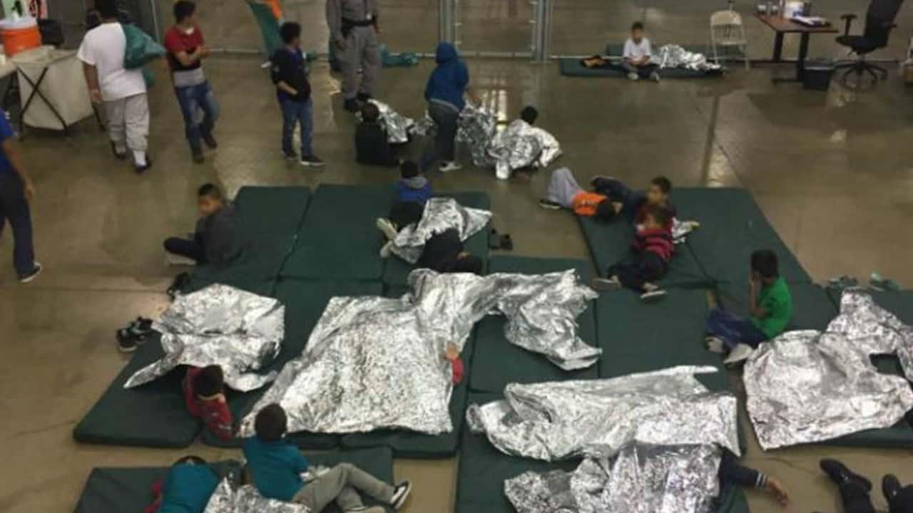 Usa: genitori e bambini migranti tenuti in gabbia