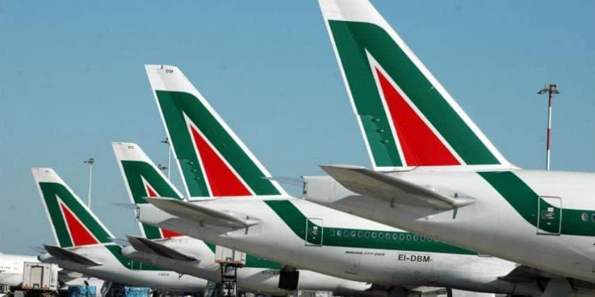 Bimbo di 2 anni muore sul volo Alitalia: atterraggio d'emergenza a Bari