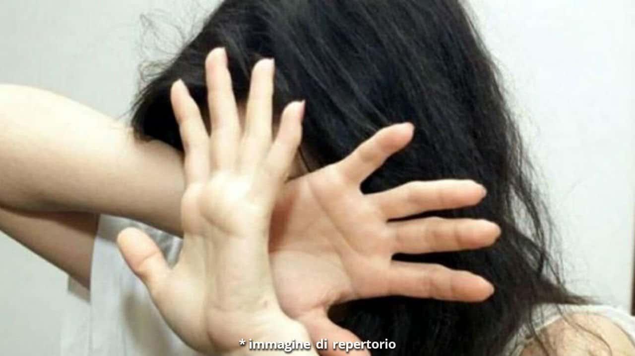 Donna violentata dal figlio sotto l'effetto del crack