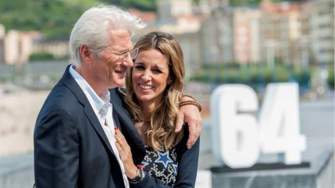 Richard Gere con la moglie