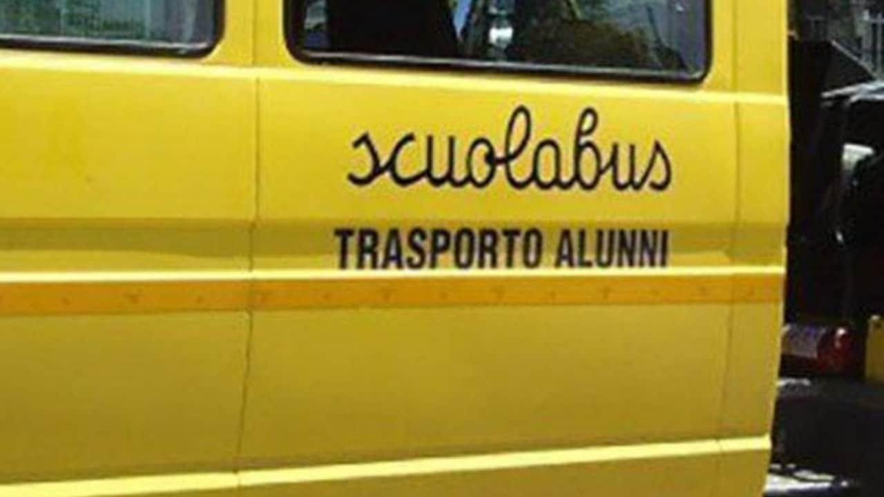 scuolabus incidente bambino