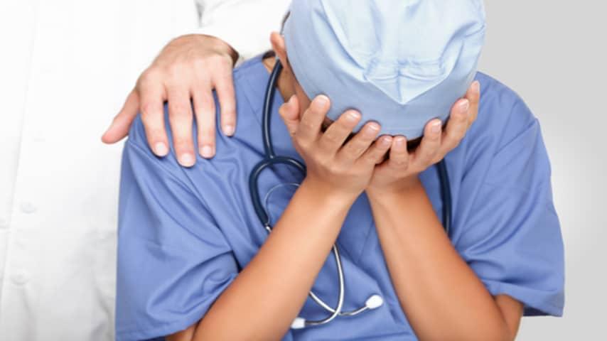Gli rompe il timpano con un pugno: un'altra aggressione inaccettabile in ospedale
