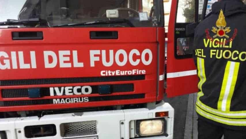 Rimangono bloccate in auto mentre affonda in un torrente: bimba salva la mamma