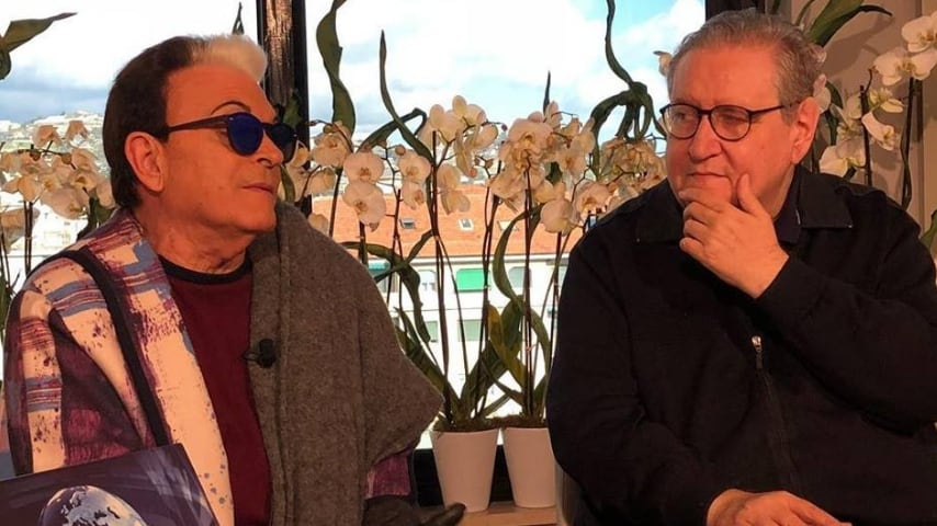 Vincenzo Mollica in Videochat Tg1 con cristiano Malgioglio. Fonte: Mollica Istantanee, Pagina ufficiale di Vincenzo Mollica/Facebook