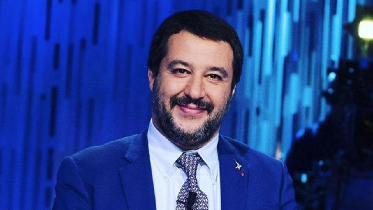 """Salvini a Barbara D'Urso: """"Non sono sul mercato"""""""