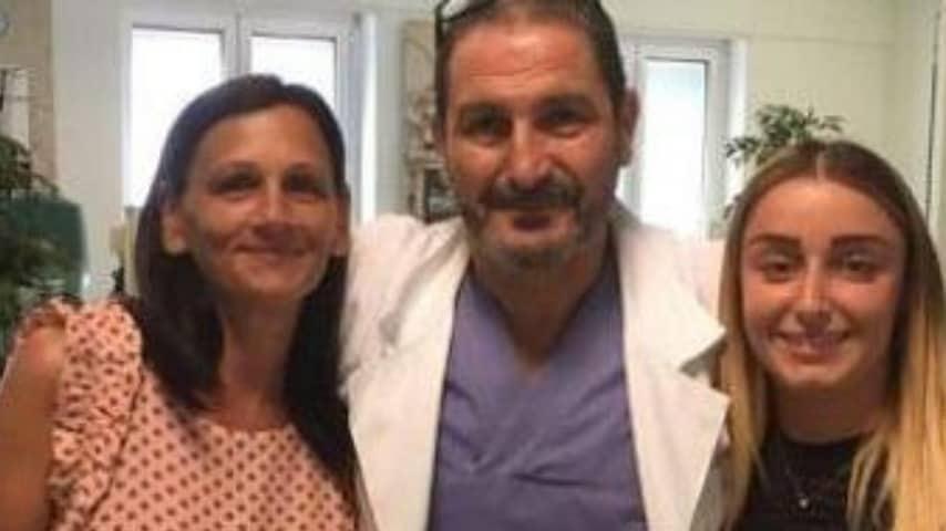 Mamma Rita, Ylenia e il dottore che ha eseguito il trapianto. Credits_ Il Centro