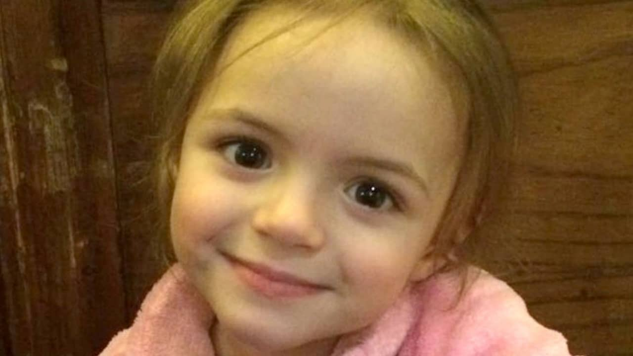 Viso della piccola Amelia Brooke Harris