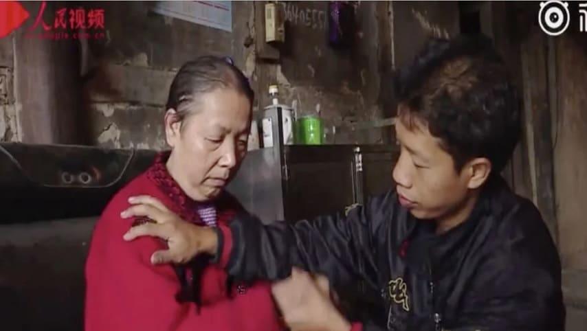 Wang-Xianqiang_madre paralizzata