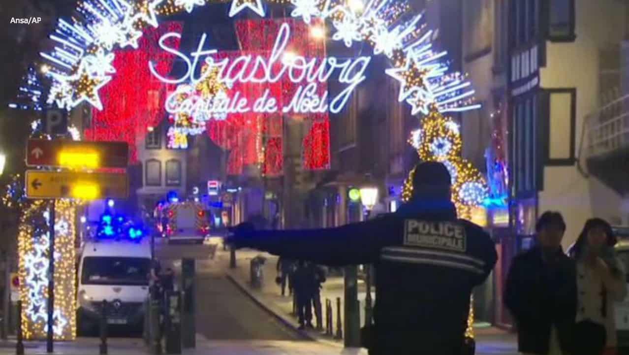 """Attacco a Strasburgo, l'eurodeputato italiano: """"È morto, è qui davanti a me"""""""