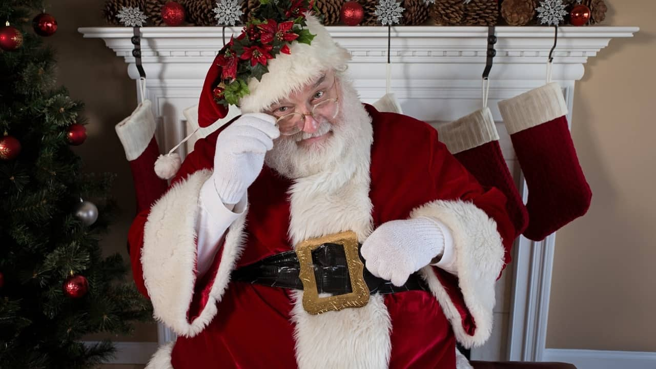"""""""Babbo Natale non esiste"""", maestra licenziata per aver svelato il segreto di Santa Claus"""