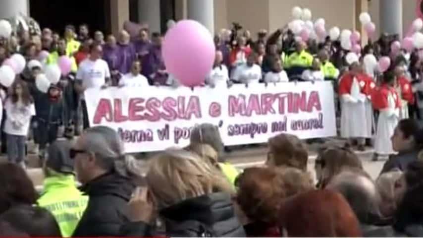Immagini del funerale di Alessia e Martina