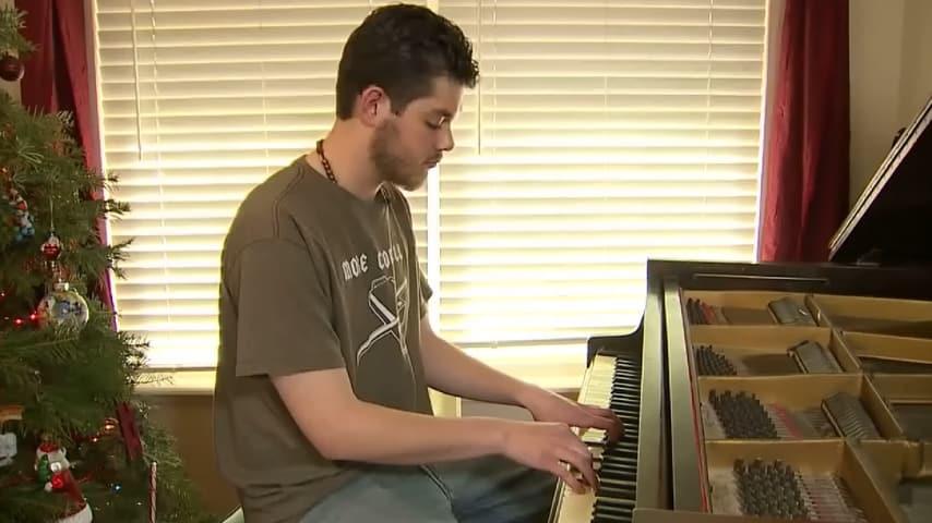 jake smith al pianoforte