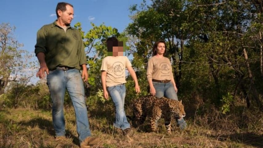 Tiago con la famiglia e un giaguaro