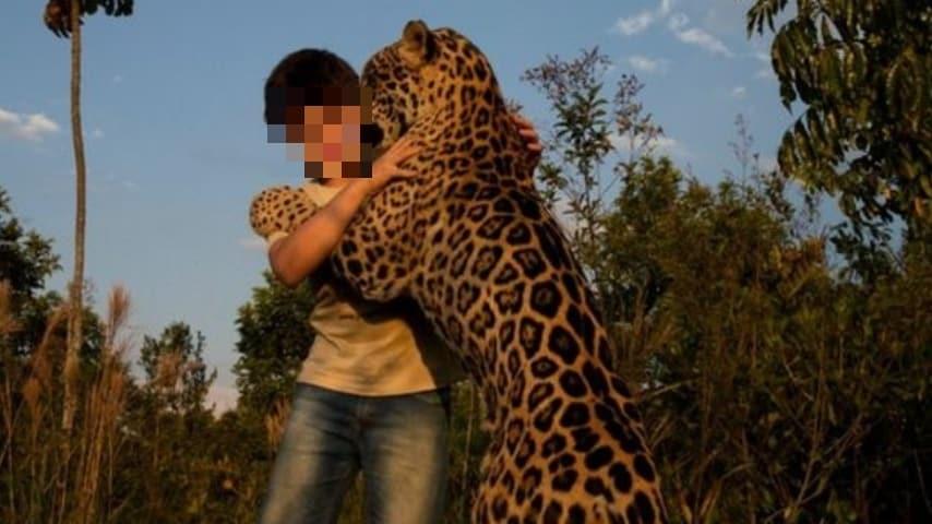 Tiago con un giaguaro