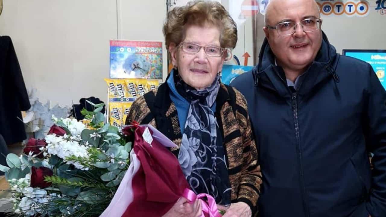 A 90 anni sventa la rapina nel suo negozio e mette in fuga il rapinatore