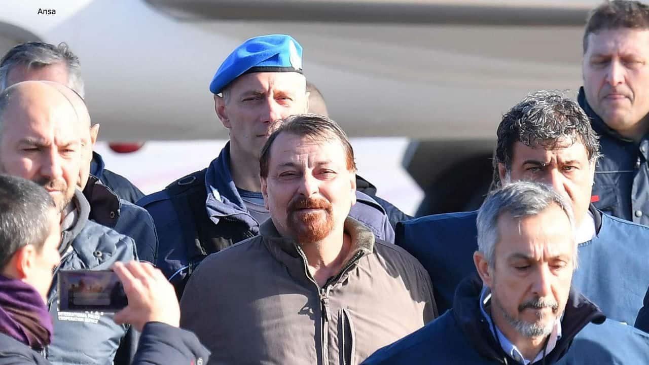"""Rimpatrio Battisti, il figlio del macellaio trucidato: """"Ho pianto davanti alla tv"""""""