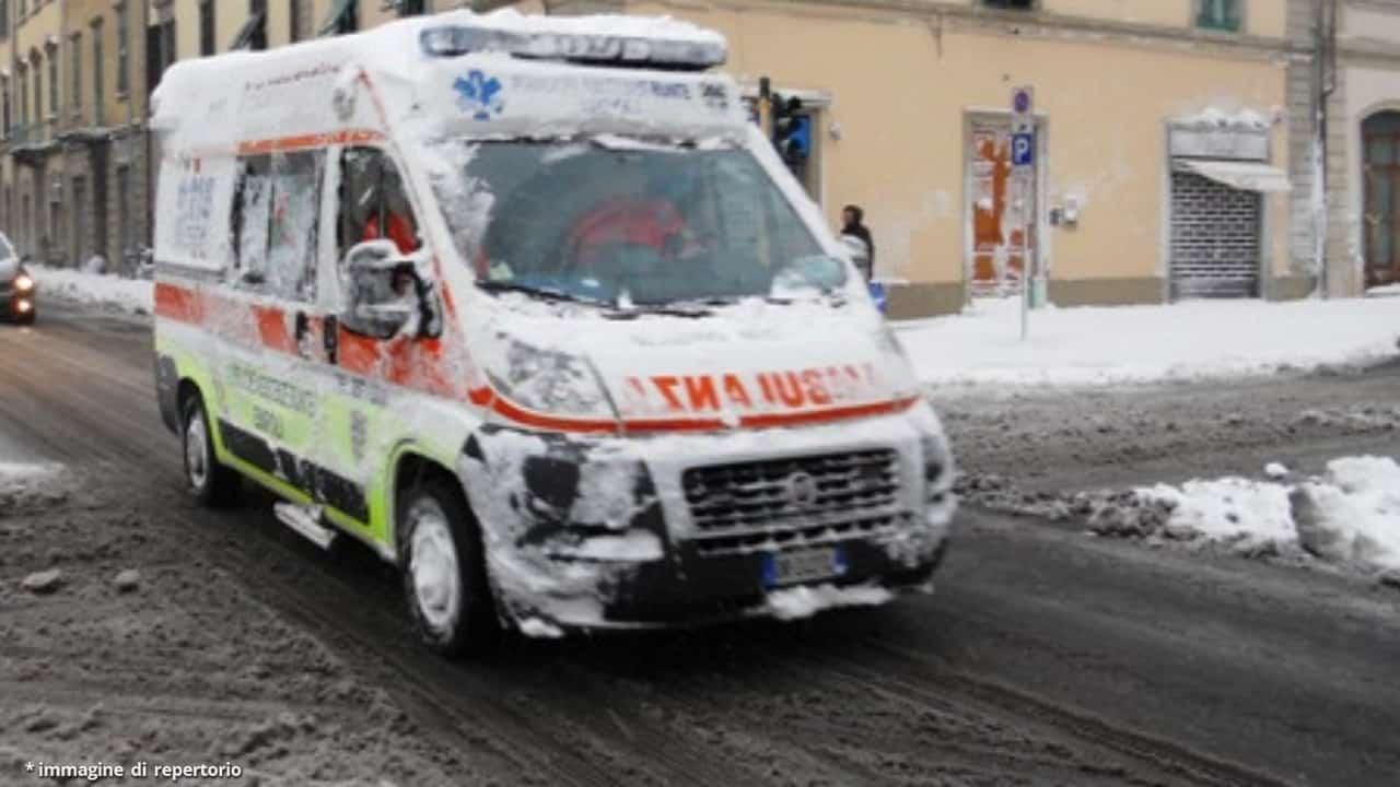 Anziana muore durante il trasporto in ospedale a causa della neve