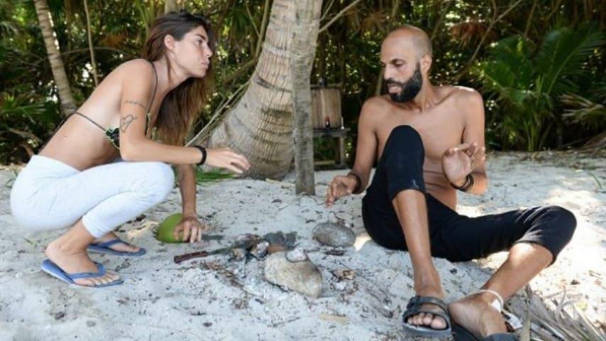 Bianca Atzei e Jonathan Kashanian durante una discussione all'Isola dei Famosi