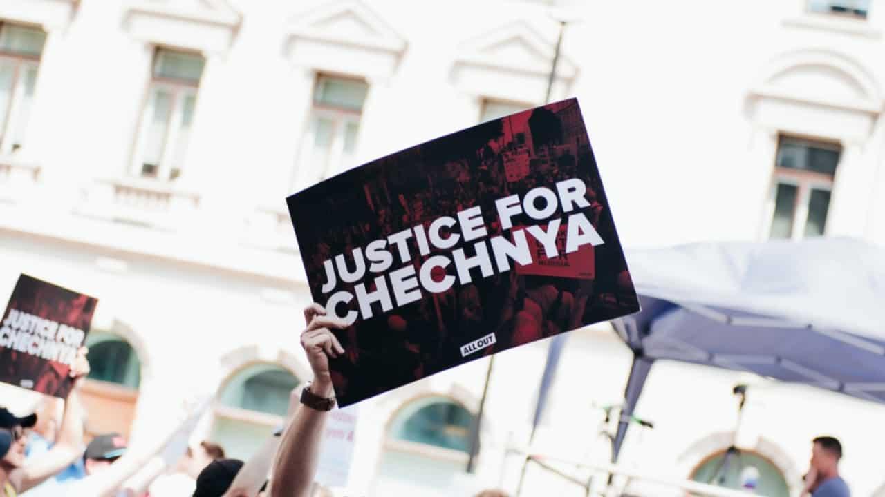 Cecenia, è in atto uno sterminio di persone appartenenti alla comunità LGBT
