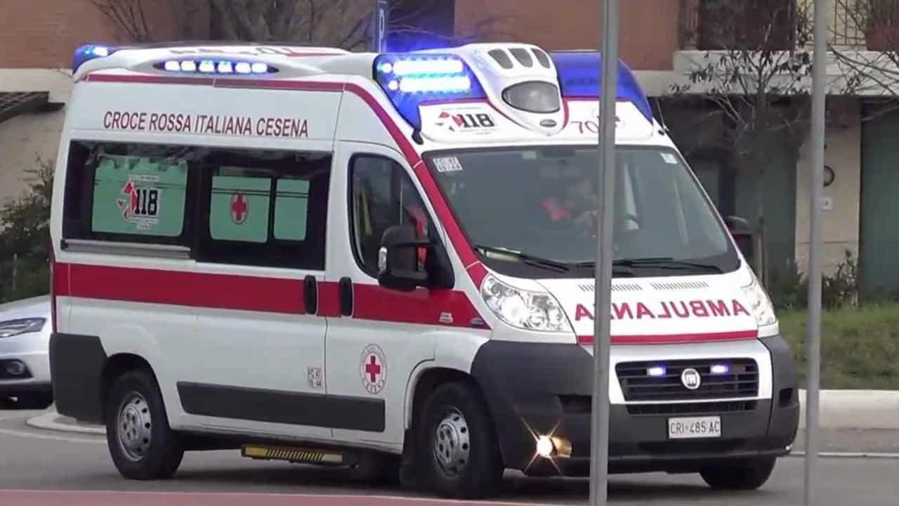 Cesena, bimbo di 3 anni scappa dall'auto del padre e muore investito