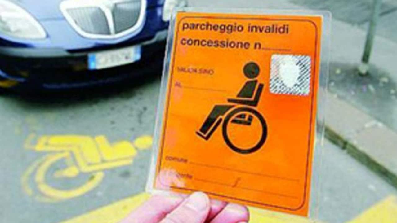 Permesso auto per invalidi, restituito per onestà da Lorenzo Renghi (Immagine di repertorio)