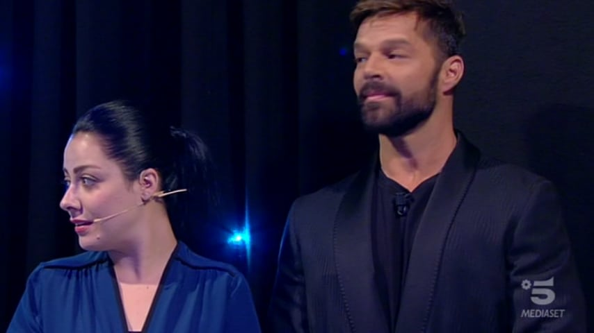 Shana e Ricky Martin dietro le quinte mentre Jessica ascolta la lettera