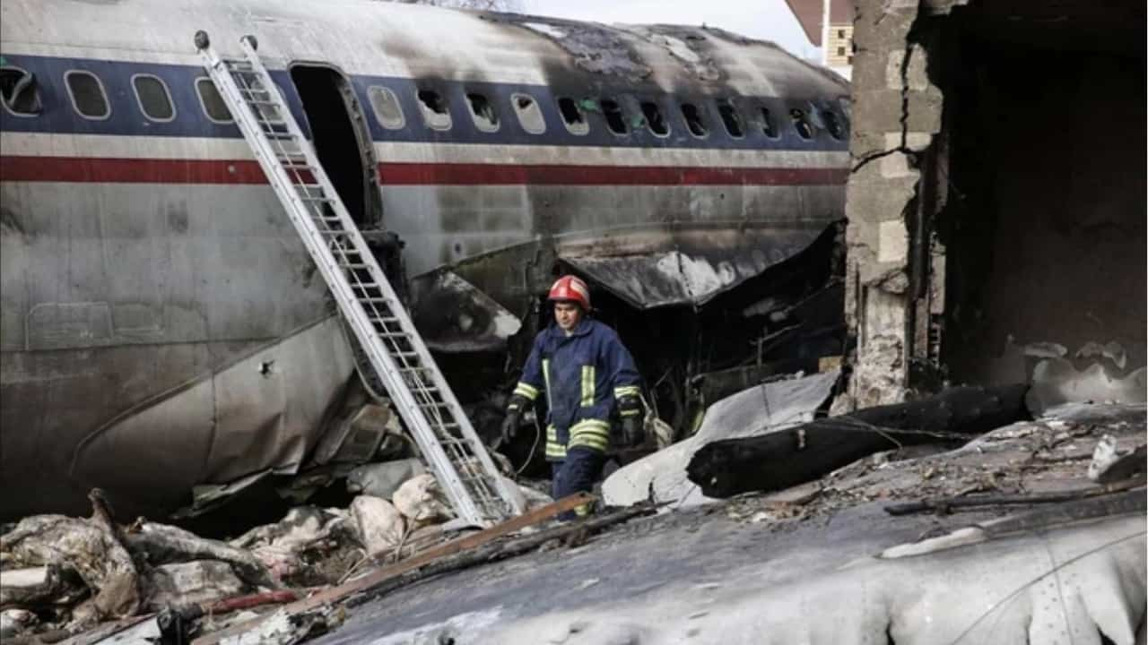 Aereo si schianta in Iran 15 morti