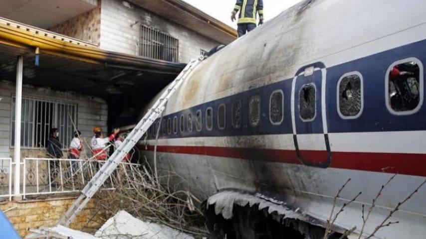 Un aereo si è schiantato in Iran ammazzando 15 persone