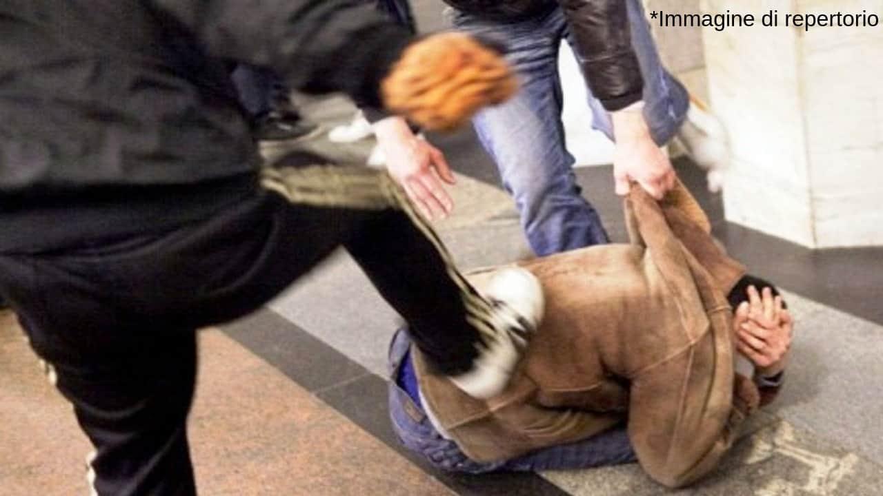 Aggressione omofoba a Torino: pestaggio per un 53enne