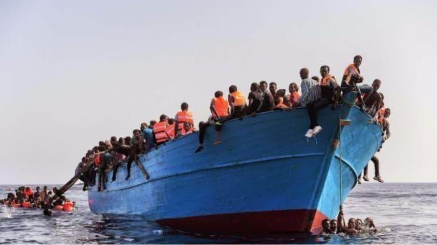 Il migrante di 14 anni con la pagella cucita addosso