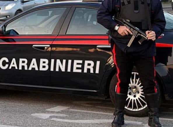 Donna chiede ai carabinieri di farsi arrestare perché non ha da mangiare