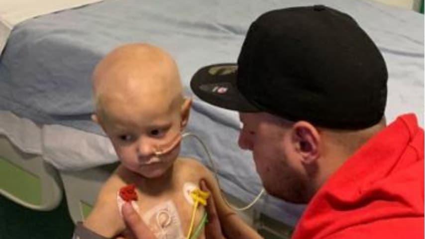 La piccola Cayla sta lottando contro il cancro