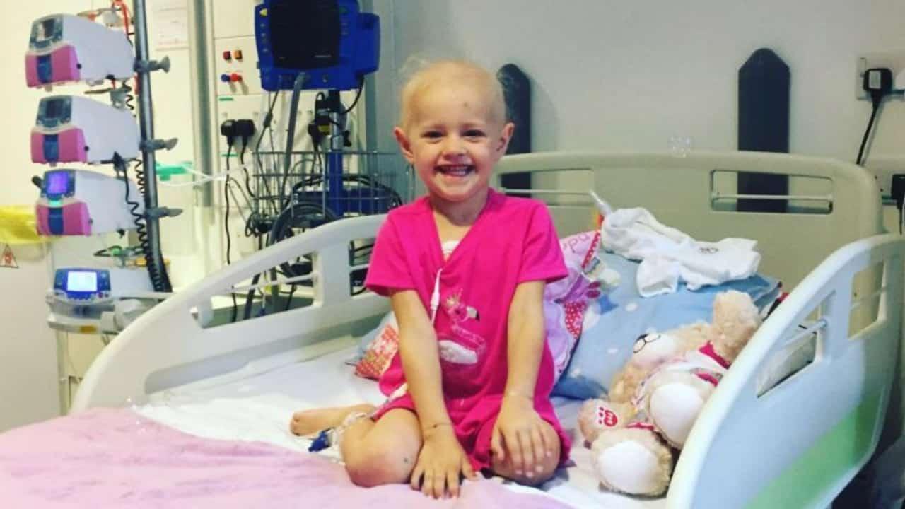 Bimba di 4 anni lotta contro il cancro